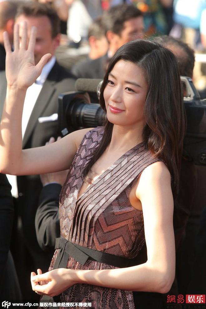 Nữ minh tinh xứ Hàn lên thảm đỏ Cannes: Jeon Ji Hyun và mẹ Kim Tan gây choáng ngợp, nhưng sao nhí này mới đáng nể - ảnh 6