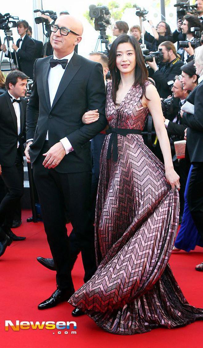 Nữ minh tinh xứ Hàn lên thảm đỏ Cannes: Jeon Ji Hyun và mẹ Kim Tan gây choáng ngợp, nhưng sao nhí này mới đáng nể - ảnh 4