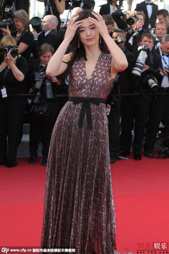 Nữ minh tinh xứ Hàn lên thảm đỏ Cannes: Jeon Ji Hyun và mẹ Kim Tan gây choáng ngợp, nhưng sao nhí này mới đáng nể - ảnh 3