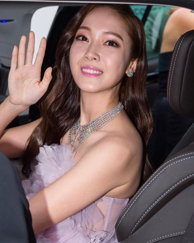 Nữ minh tinh xứ Hàn lên thảm đỏ Cannes: Jeon Ji Hyun và mẹ Kim Tan gây choáng ngợp, nhưng sao nhí này mới đáng nể - ảnh 29