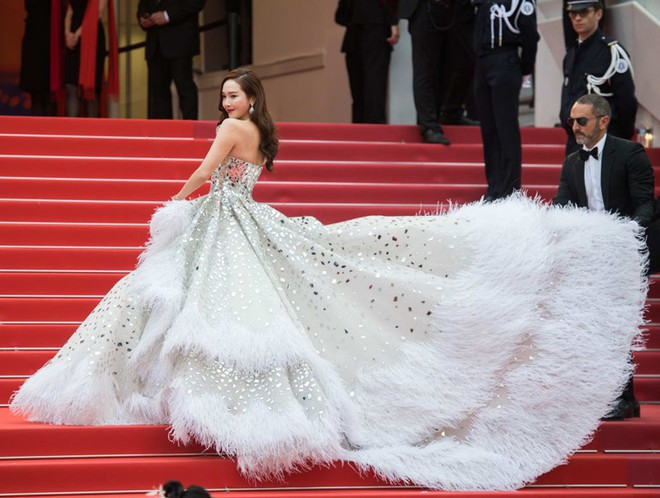 Nữ minh tinh xứ Hàn lên thảm đỏ Cannes: Jeon Ji Hyun và mẹ Kim Tan gây choáng ngợp, nhưng sao nhí này mới đáng nể - ảnh 31