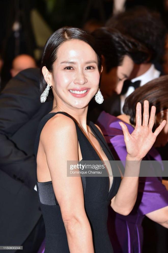 Nữ minh tinh xứ Hàn lên thảm đỏ Cannes: Jeon Ji Hyun và mẹ Kim Tan gây choáng ngợp, nhưng sao nhí này mới đáng nể - ảnh 24