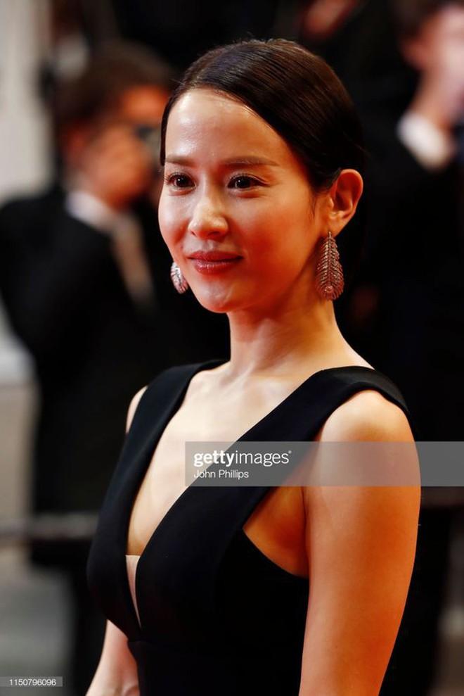 Nữ minh tinh xứ Hàn lên thảm đỏ Cannes: Jeon Ji Hyun và mẹ Kim Tan gây choáng ngợp, nhưng sao nhí này mới đáng nể - ảnh 25