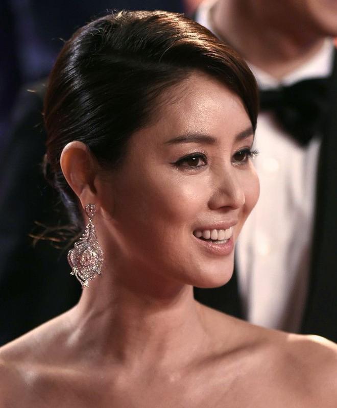 Nữ minh tinh xứ Hàn lên thảm đỏ Cannes: Jeon Ji Hyun và mẹ Kim Tan gây choáng ngợp, nhưng sao nhí này mới đáng nể - ảnh 13