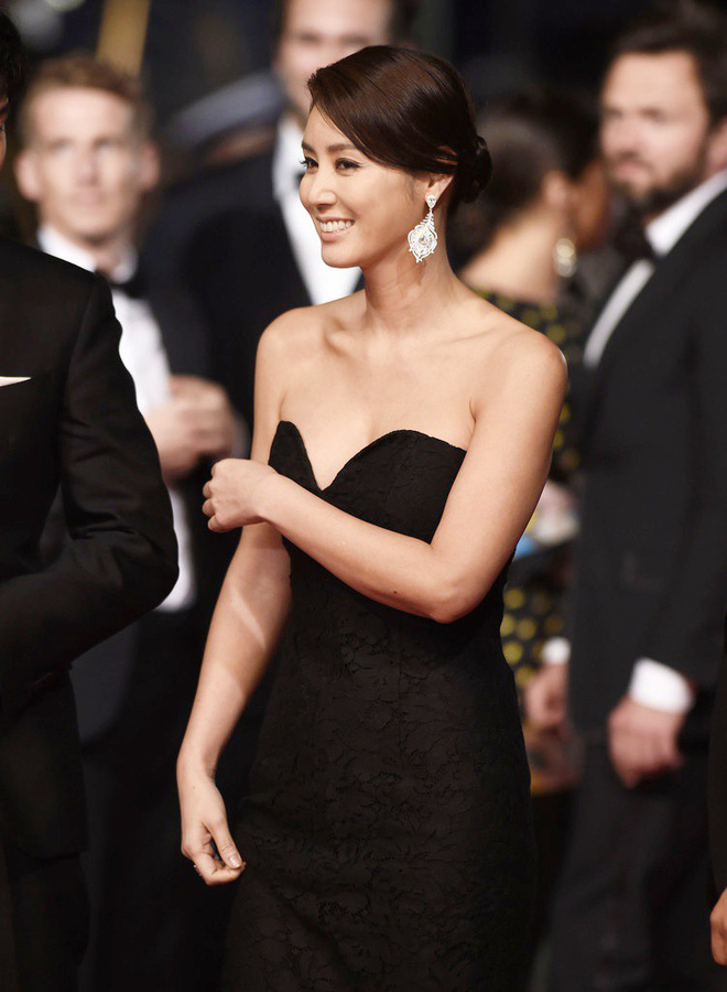 Nữ minh tinh xứ Hàn lên thảm đỏ Cannes: Jeon Ji Hyun và mẹ Kim Tan gây choáng ngợp, nhưng sao nhí này mới đáng nể - ảnh 12