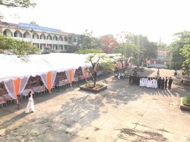 Trường nhà người ta mở hẳn bữa tiệc bày trăm mâm cỗ trong lễ bế giảng cho học sinh ăn uống tưng bừng - ảnh 3