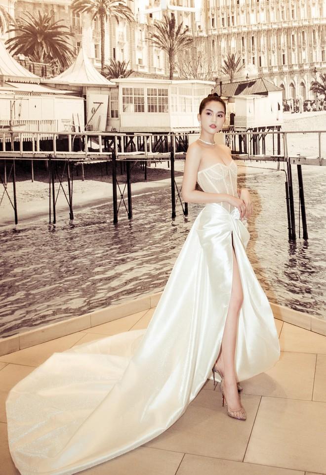 Ngọc Trinh xuất hiện gợi cảm, chọn mốt hở trên kín dưới sau màn khoe thân cực sốc trên thảm đỏ Cannes - ảnh 3