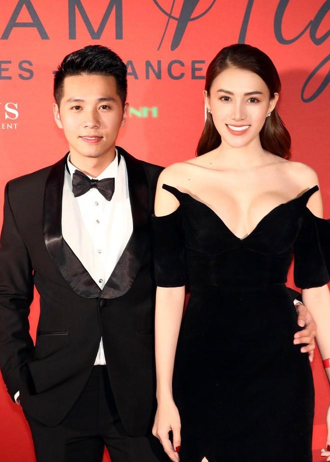 Ngọc Trinh xuất hiện gợi cảm, chọn mốt hở trên kín dưới sau màn khoe thân cực sốc trên thảm đỏ Cannes - ảnh 8