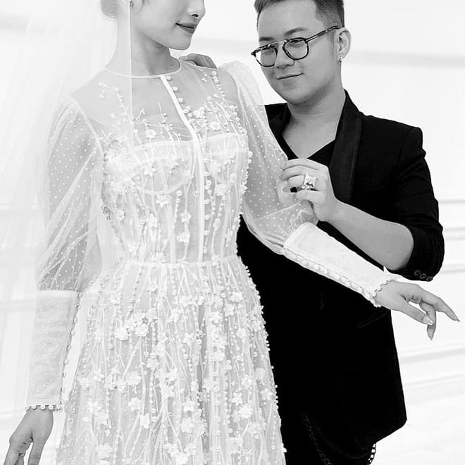 Ngọc Duyên - Dương Khắc Linh tình tứ, hé lộ váy cưới trước thềm hôn lễ - ảnh 1