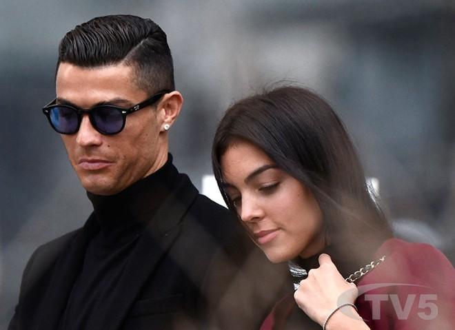 Cô gái vàng trong làng lọ lem đời thực: Mẫu 9x chiếm trọn trái tim, khối tài sản nửa tỷ đô của tay sát gái Ronaldo - ảnh 14