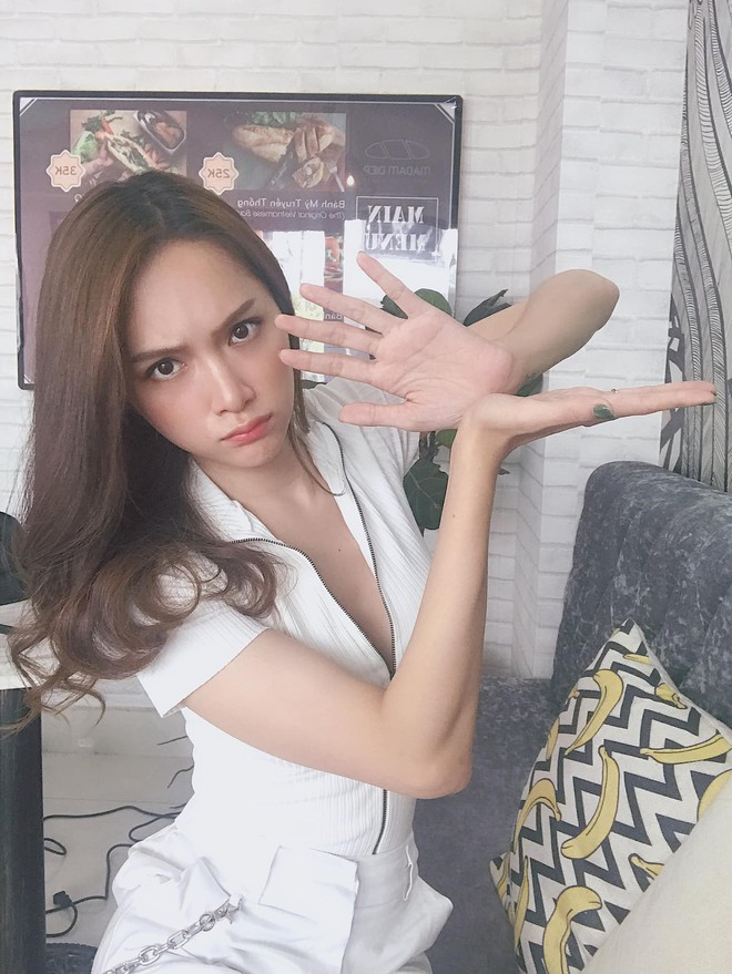 Đâu cần tô trát kĩ, Hương Giang makeup sương sương vẫn ăn đứt gái xinh xứ Hàn - ảnh 3