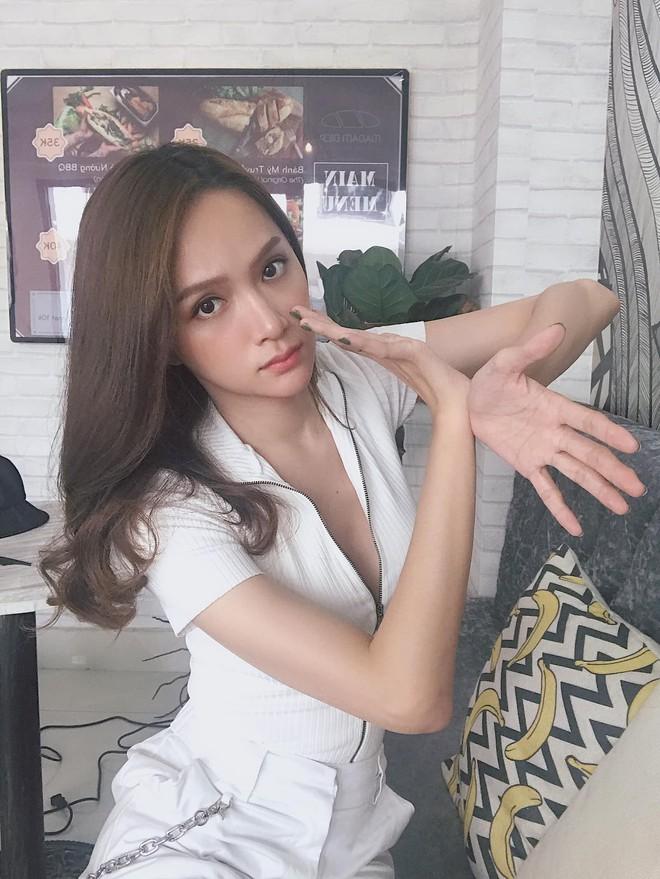 Đâu cần tô trát kĩ, Hương Giang makeup sương sương vẫn ăn đứt gái xinh xứ Hàn - ảnh 4