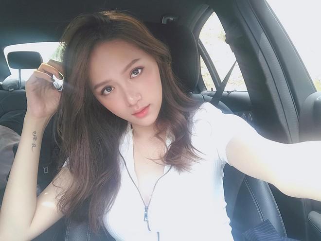 Đâu cần tô trát kĩ, Hương Giang makeup sương sương vẫn ăn đứt gái xinh xứ Hàn - ảnh 2