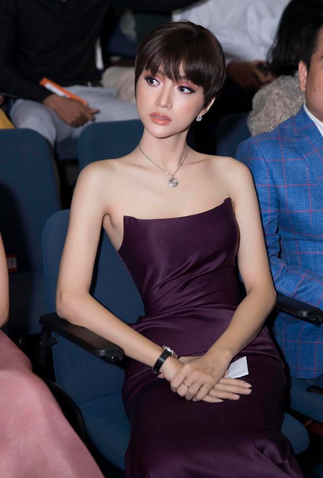 Đâu cần tô trát kĩ, Hương Giang makeup sương sương vẫn ăn đứt gái xinh xứ Hàn - ảnh 7