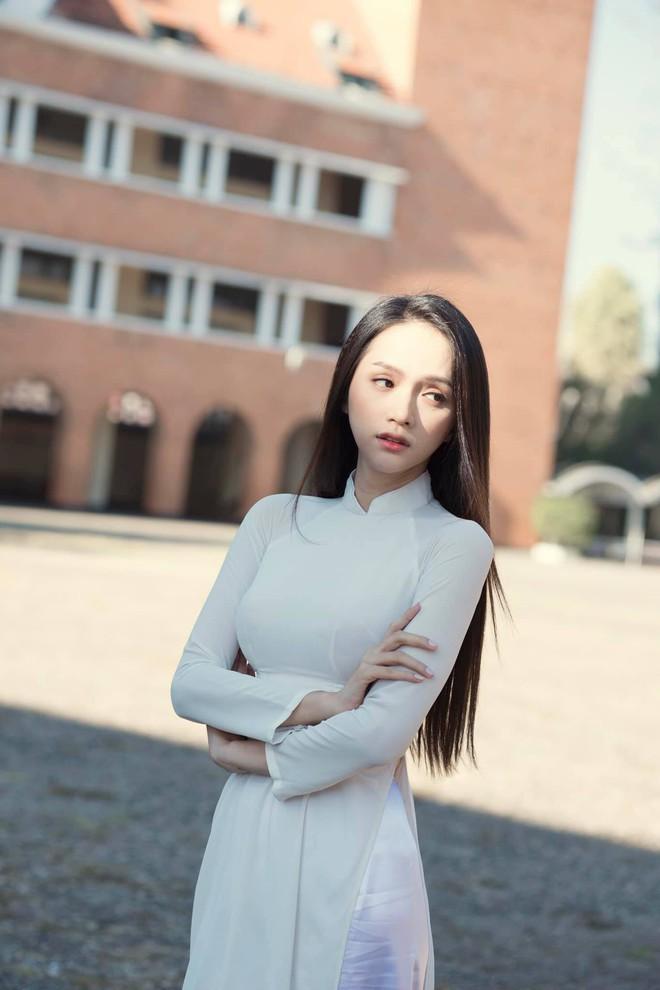 Đâu cần tô trát kĩ, Hương Giang makeup sương sương vẫn ăn đứt gái xinh xứ Hàn - ảnh 6