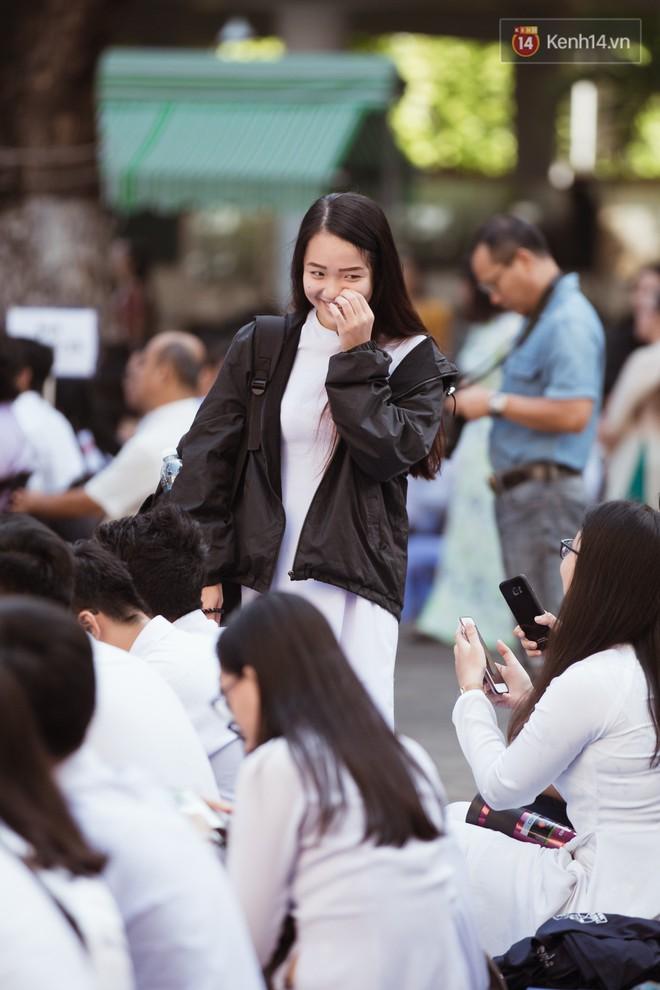 Không khóc lóc ỉ ôi ngày bế giảng, học sinh TPHCM cười phớ lớ tạm biệt tuổi học trò - ảnh 16