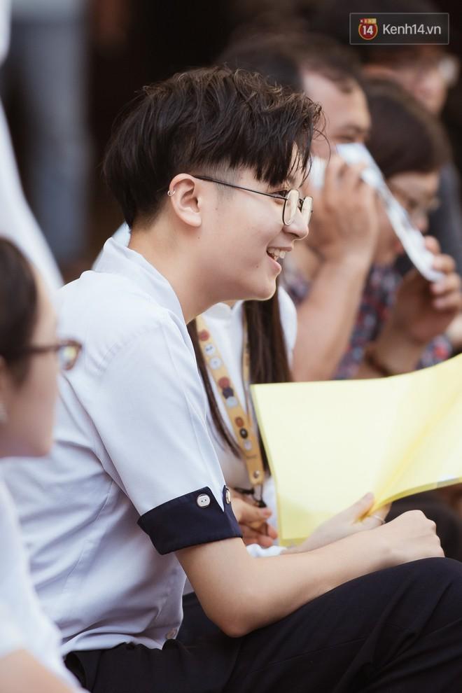Không khóc lóc ỉ ôi ngày bế giảng, học sinh TPHCM cười phớ lớ tạm biệt tuổi học trò - ảnh 7