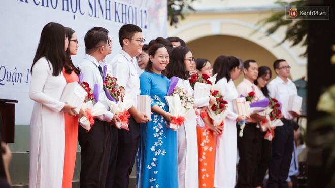 Không khóc lóc ỉ ôi ngày bế giảng, học sinh TPHCM cười phớ lớ tạm biệt tuổi học trò - ảnh 12