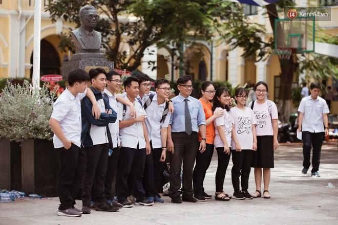 Không khóc lóc ỉ ôi ngày bế giảng, học sinh TPHCM cười phớ lớ tạm biệt tuổi học trò - ảnh 18