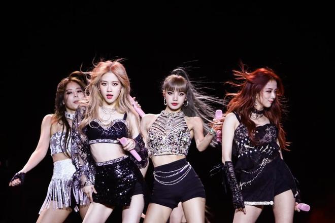Khi idol Kpop tóc gió thôi bay: Người đẹp lồng lộn, kẻ thành trò cười thiên hạ, riêng em út BLACPINK gây tò mò - ảnh 21