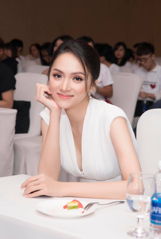 Đâu cần tô trát kĩ, Hương Giang makeup sương sương vẫn ăn đứt gái xinh xứ Hàn - ảnh 5