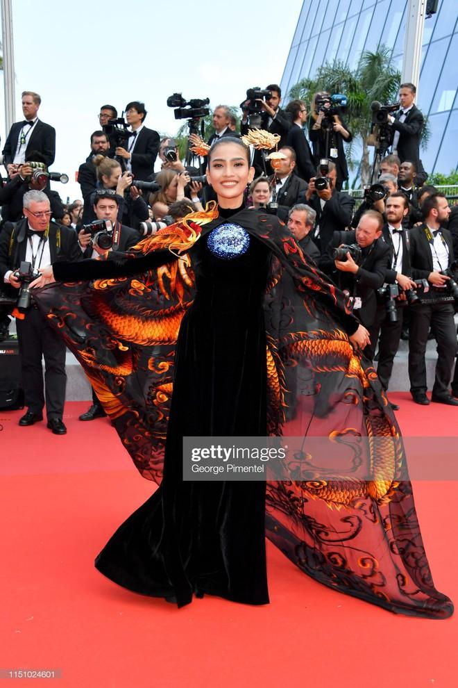 Không có Lý Nhã Kỳ thì đã có Trương Thị May mang áo dài Việt lên thảm đỏ LHP Cannes - ảnh 2