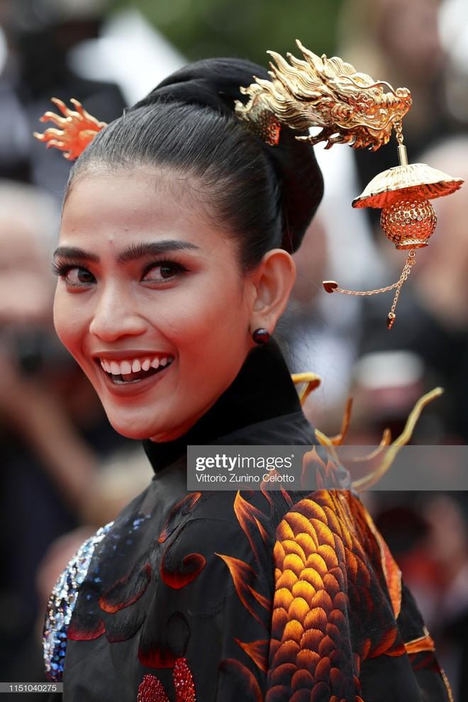 Không có Lý Nhã Kỳ thì đã có Trương Thị May mang áo dài Việt lên thảm đỏ LHP Cannes - ảnh 4