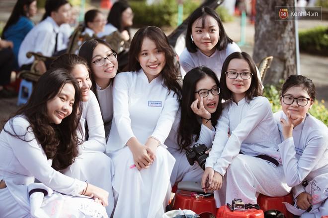 Bế giảng trường THPT hơn 100 tuổi, lâu đời bậc nhất Việt Nam: Cả một trời trai xinh gái đẹp - ảnh 3