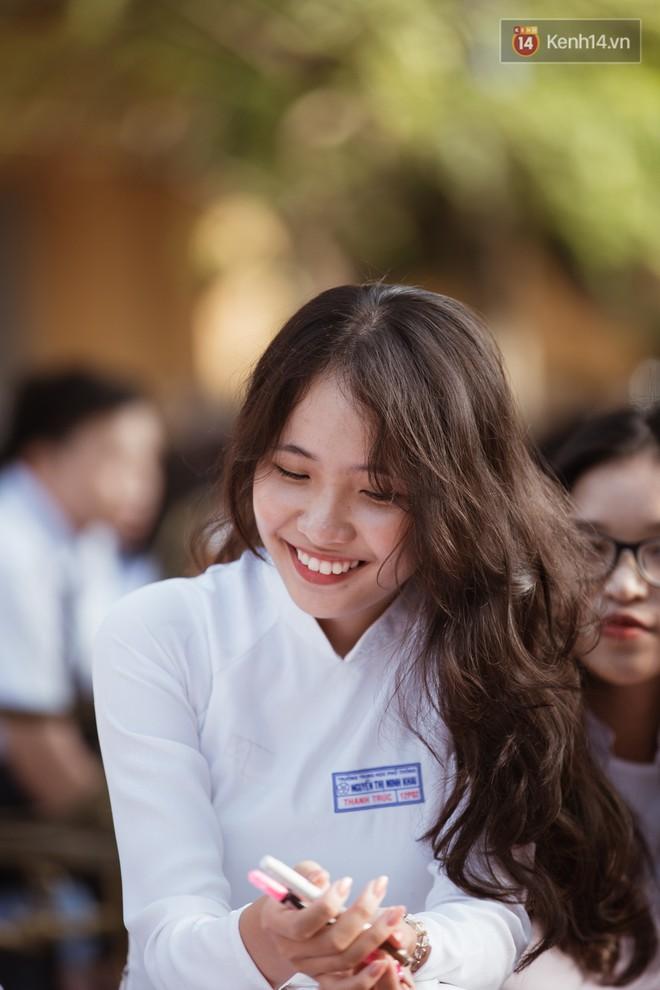 Bế giảng trường THPT hơn 100 tuổi, lâu đời bậc nhất Việt Nam: Cả một trời trai xinh gái đẹp - ảnh 2