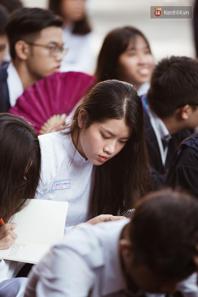 Bế giảng trường THPT hơn 100 tuổi, lâu đời bậc nhất Việt Nam: Cả một trời trai xinh gái đẹp - ảnh 4