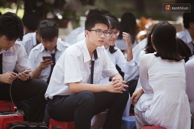 Bế giảng trường THPT hơn 100 tuổi, lâu đời bậc nhất Việt Nam: Cả một trời trai xinh gái đẹp - ảnh 9