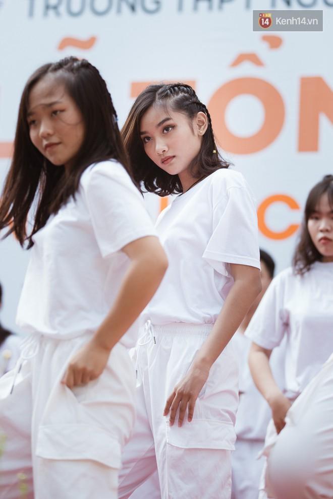 Bế giảng trường THPT hơn 100 tuổi, lâu đời bậc nhất Việt Nam: Cả một trời trai xinh gái đẹp - ảnh 15