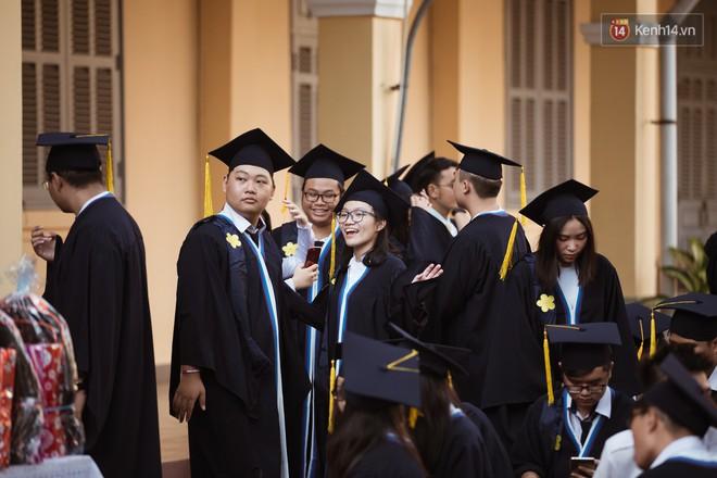 Bế giảng trường THPT hơn 100 tuổi, lâu đời bậc nhất Việt Nam: Cả một trời trai xinh gái đẹp - ảnh 16