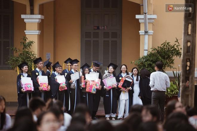 Bế giảng trường THPT hơn 100 tuổi, lâu đời bậc nhất Việt Nam: Cả một trời trai xinh gái đẹp - ảnh 17