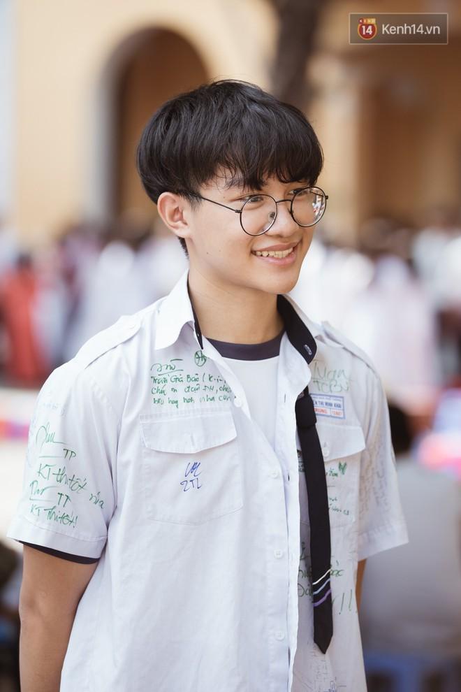 Bế giảng trường THPT hơn 100 tuổi, lâu đời bậc nhất Việt Nam: Cả một trời trai xinh gái đẹp - ảnh 8