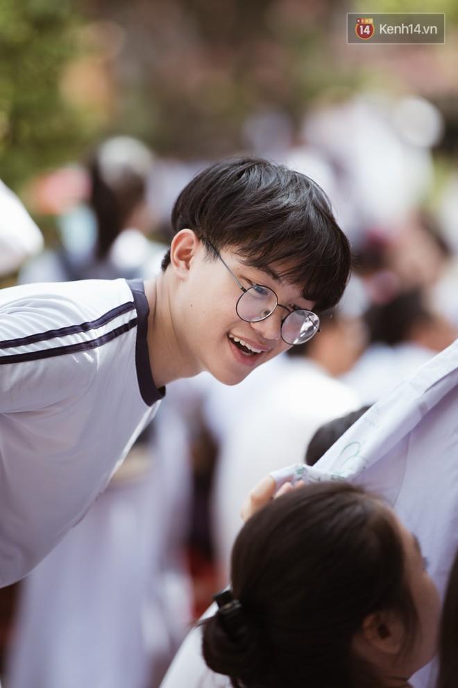Bế giảng trường THPT hơn 100 tuổi, lâu đời bậc nhất Việt Nam: Cả một trời trai xinh gái đẹp - ảnh 7