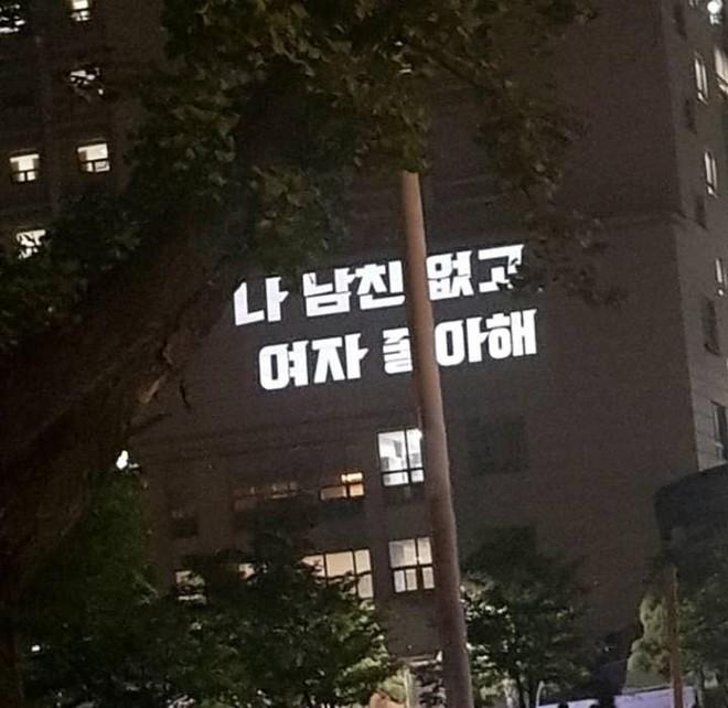 """Tiên tiến như Hàn Quốc phụ nữ cũng bị chèn ép đủ đường, nữ sinh viên tham chiến nữ quyền với tuyên ngôn: """"Tôi không có bạn trai, tôi thích con gái"""" - ảnh 6"""
