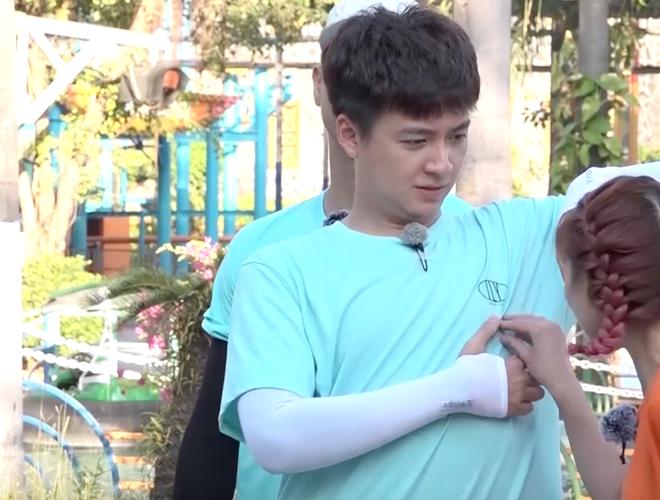 Running Man - Không lên sóng: Ngô Kiến Huy bị vợ chồng Khởi My - Kelvin Khánh thi nhau ngắt nụ - ảnh 1