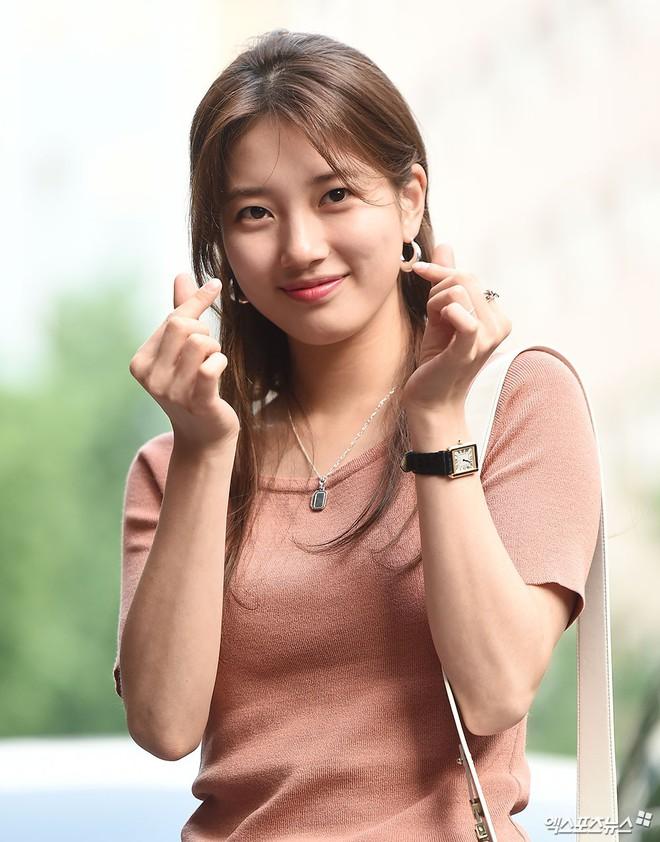 Tiệc mừng công bom tấn Vagabond: Suzy giản dị hết cỡ, xinh xắn nhưng bị nữ phụ vô danh lấn át bên dàn tài tử Hàn - Ảnh 4.