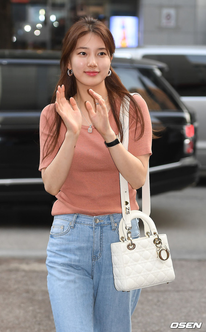 Tiệc mừng công bom tấn Vagabond: Suzy giản dị hết cỡ, xinh xắn nhưng bị nữ phụ vô danh lấn át bên dàn tài tử Hàn - Ảnh 2.