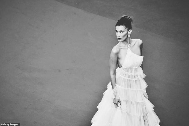 Top khoảnh khắc đắt giá nhất Cannes 2019: Dàn mỹ nhân 9X bất ngờ chiếm đa số, Selena và cặp đôi Brooklyn ấn tượng mạnh - ảnh 8