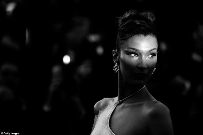 Top khoảnh khắc đắt giá nhất Cannes 2019: Dàn mỹ nhân 9X bất ngờ chiếm đa số, Selena và cặp đôi Brooklyn ấn tượng mạnh - ảnh 9