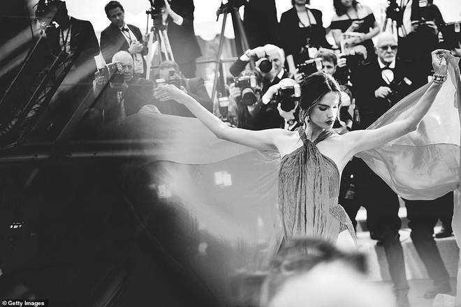 Top khoảnh khắc đắt giá nhất Cannes 2019: Dàn mỹ nhân 9X bất ngờ chiếm đa số, Selena và cặp đôi Brooklyn ấn tượng mạnh - ảnh 15