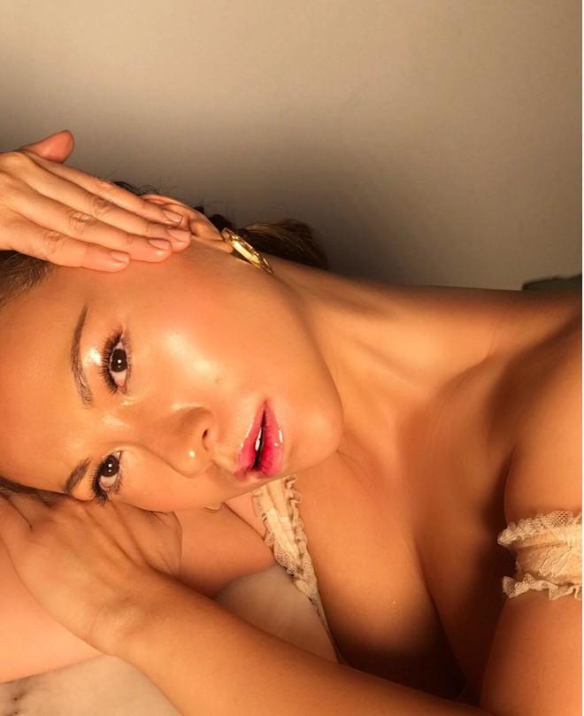 Làn da căng bóng như gương hoàn toàn là khả thi nếu bạn học theo 4 bí kíp của chuyên gia makeup gốc Việt - Ảnh 2.