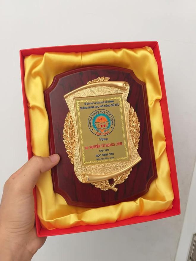 Bằng khen cuối năm mạ vàng như giải Nobel, trường người ta đúng là chưa bao giờ làm tôi thất vọng - ảnh 1