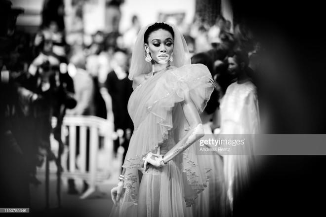 Top khoảnh khắc đắt giá nhất Cannes 2019: Dàn mỹ nhân 9X bất ngờ chiếm đa số, Selena và cặp đôi Brooklyn ấn tượng mạnh - ảnh 20
