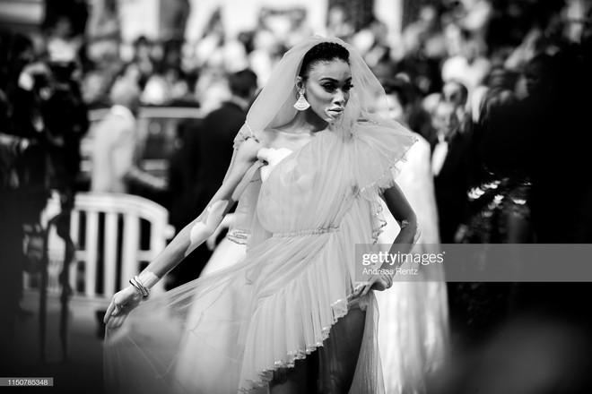 Top khoảnh khắc đắt giá nhất Cannes 2019: Dàn mỹ nhân 9X bất ngờ chiếm đa số, Selena và cặp đôi Brooklyn ấn tượng mạnh - ảnh 19