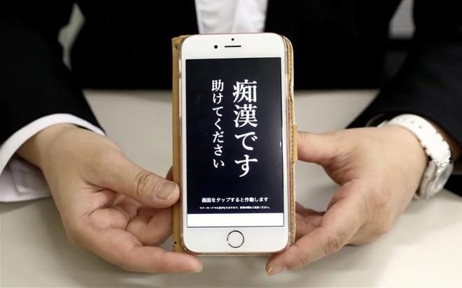 """Trước nạn sàm sỡ trên tàu điện, cảnh sát Nhật Bản tung ứng dụng """"gào thét"""" cho nạn nhân bị quấy rối - Ảnh 2."""
