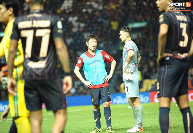 Xuân Trường, Văn Lâm ôm nhau đầy tình cảm sau trận đối đầu tại Thai League - ảnh 4