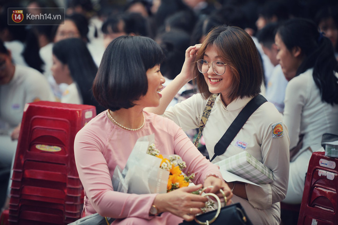 Không hổ danh là con gái Huế, dàn nữ sinh trường Quốc học khiến bao người ngẩn ngơ vì vẻ đẹp trong sáng, dịu dàng - ảnh 8